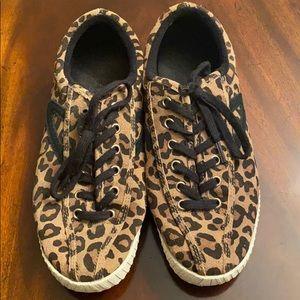 Tretron cheetah print shoes